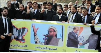 Lahore Lawyers protest against Hafiz Said arrest